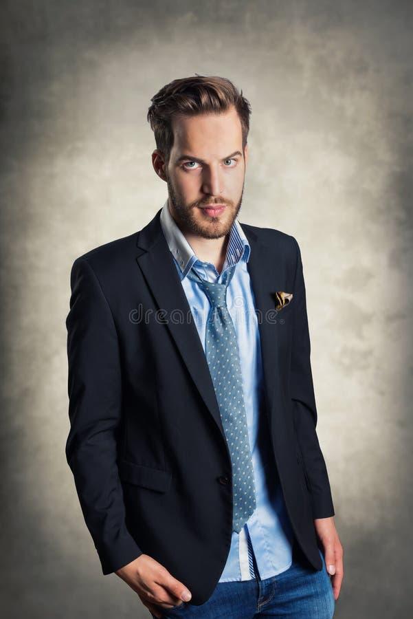 Hombre de moda joven imagen de archivo