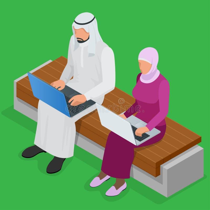 Hombre de negocios árabe que trabaja en el ordenador portátil Hijab árabe de la empresaria que trabaja en un ordenador portátil V stock de ilustración