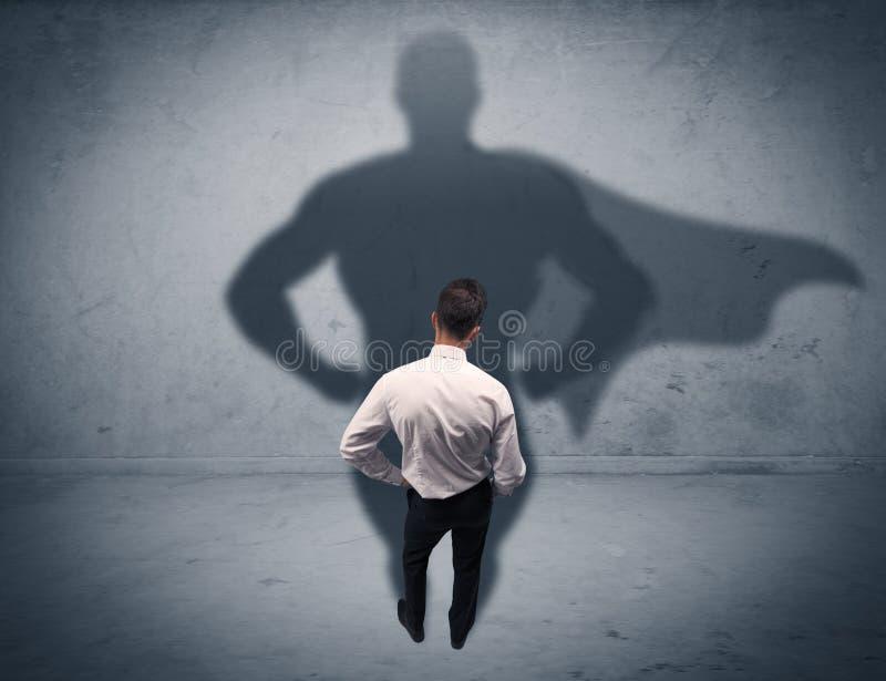 Hombre de negocios acertado con la sombra del super héroe foto de archivo libre de regalías
