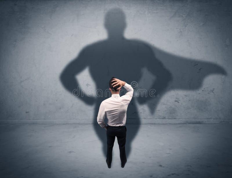 Hombre de negocios acertado con la sombra del super héroe imágenes de archivo libres de regalías