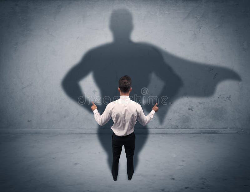 Hombre de negocios acertado con la sombra del super héroe imagen de archivo libre de regalías