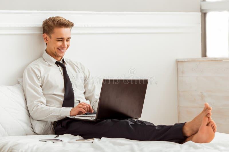 Hombre de negocios acertado joven fotografía de archivo libre de regalías