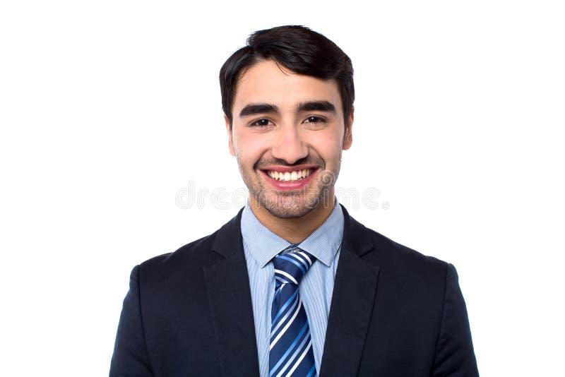 Hombre de negocios acertado joven sonriente foto de archivo
