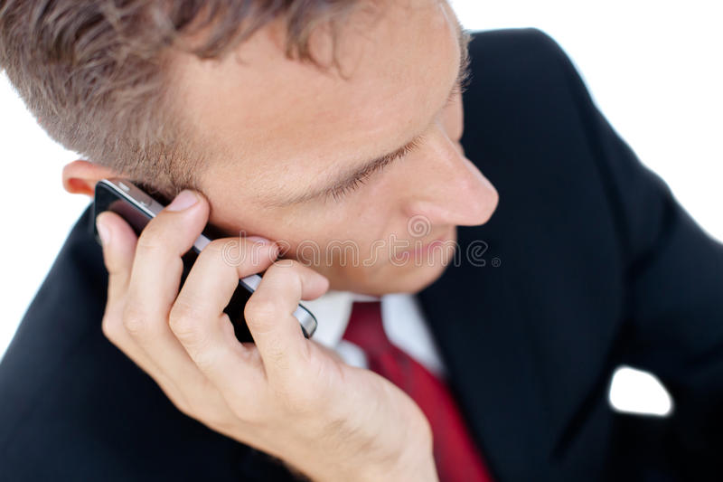 Hombre de negocios acertado que habla en el teléfono  imagenes de archivo