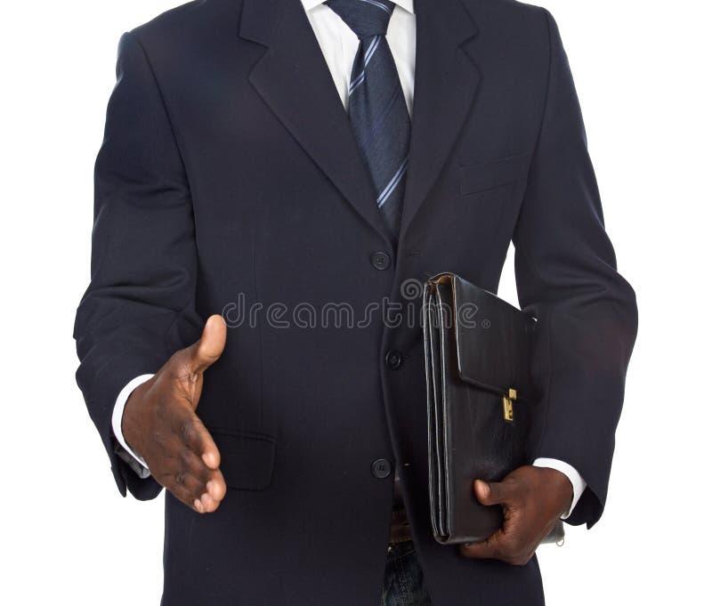 Hombre de negocios africano que ofrece un apretón de manos foto de archivo libre de regalías