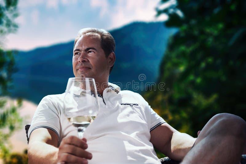 Hombre de negocios al aire libre imagen de archivo libre de regalías