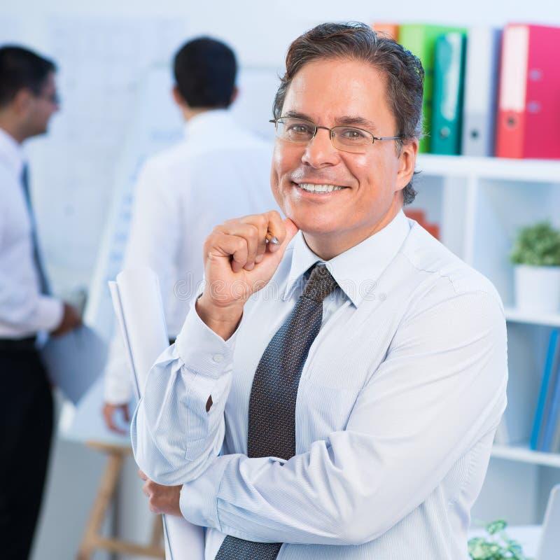 Hombre de negocios alegre imagen de archivo