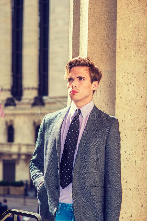 Download Hombre De Negocios Americano Serio Joven En Nueva York Imagen de archivo - Imagen de carrera, empresario: 100535211