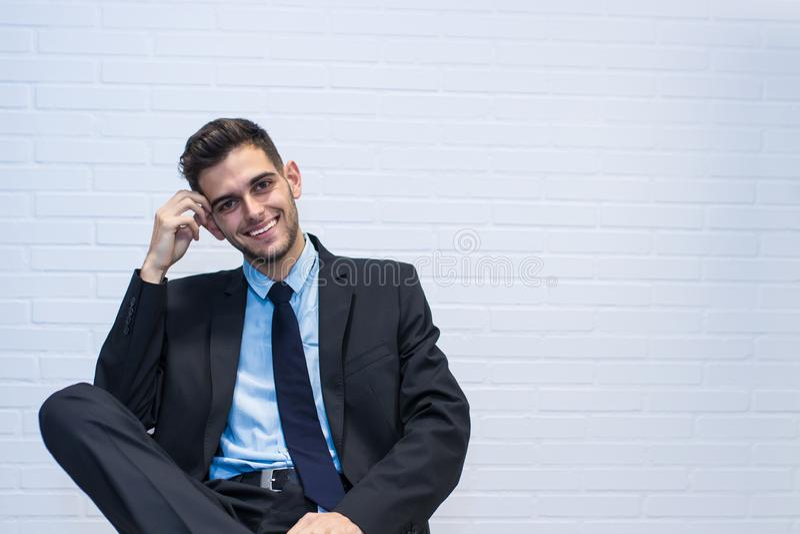 Hombre de negocios asentado en la silla fotos de archivo libres de regalías