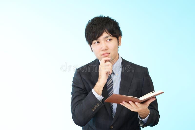 Hombre de negocios asiático difícil imagenes de archivo