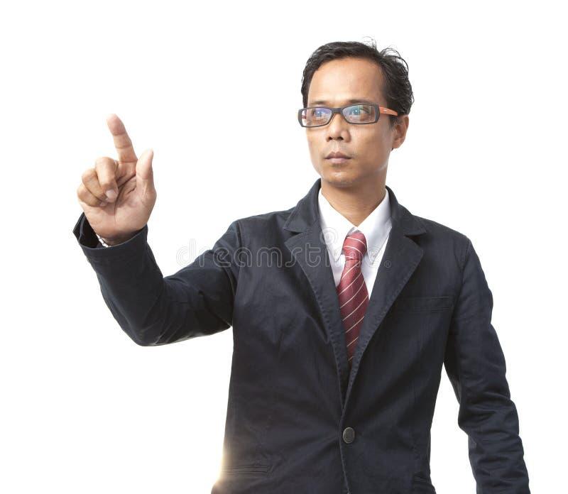 Hombre de negocios asiático joven que señala por el dedo derecho aislado imagen de archivo libre de regalías