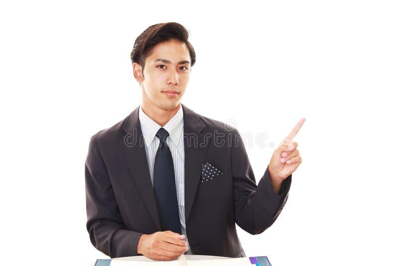 Hombre de negocios asiático sonriente fotos de archivo
