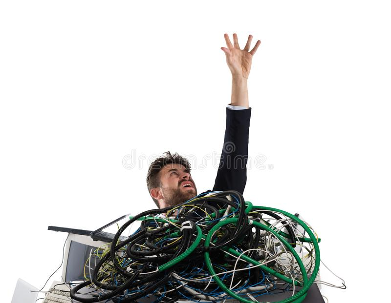 Hombre de negocios atrapado por los cables concepto de tensión y de trabajo excesivo fotos de archivo