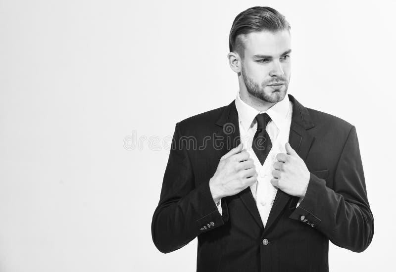 Hombre de negocios barbudo en traje formal El hombre de negocios acertado consigue listo para la conferencia Serio motivado se en fotos de archivo libres de regalías
