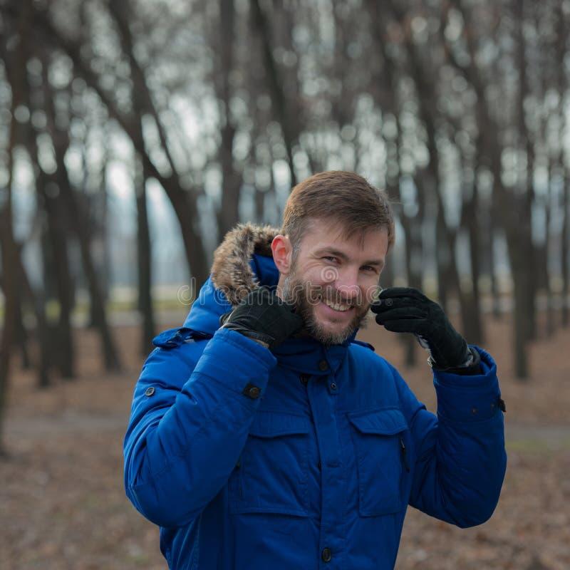 Hombre de negocios barbudo sonriente Hombre barbudo imágenes de archivo libres de regalías