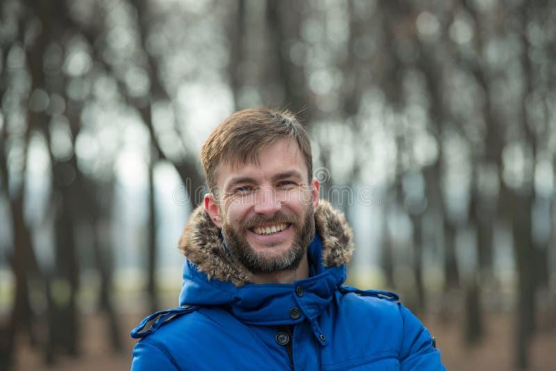 Hombre de negocios barbudo sonriente Hombre barbudo imagen de archivo