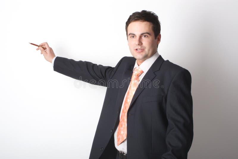 Hombre de negocios blanco que señala en el espacio en blanco imagenes de archivo