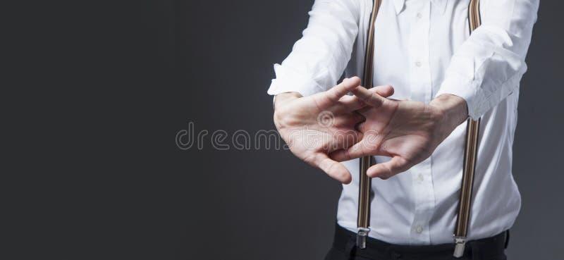 Hombre de negocios cansado en el trabajo de oficina Lenguaje corporal, gestos, fotografía de archivo libre de regalías