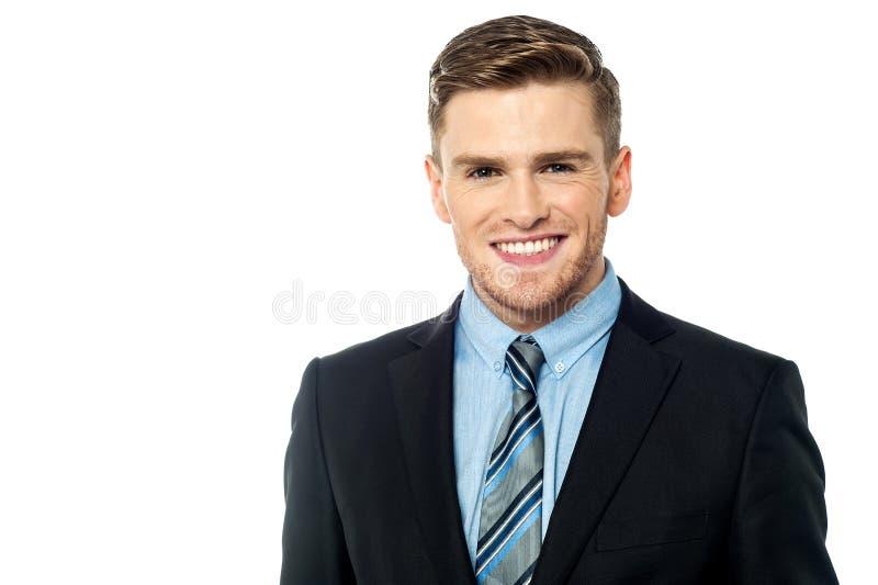 Hombre de negocios caucásico moderno sonriente imagen de archivo libre de regalías