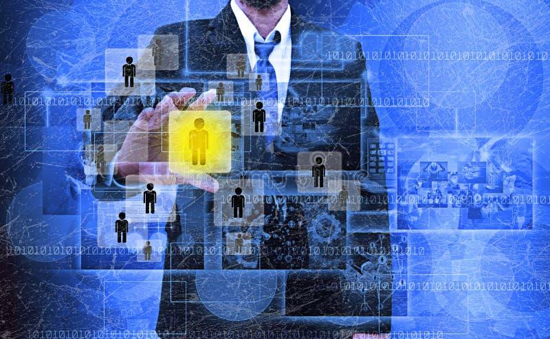 Hombre de negocios Choosing la persona adecuada en la vieja textura fotografía de archivo