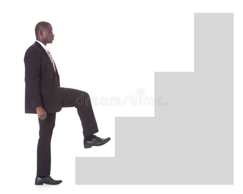 Hombre de negocios Climbing Steps fotos de archivo libres de regalías