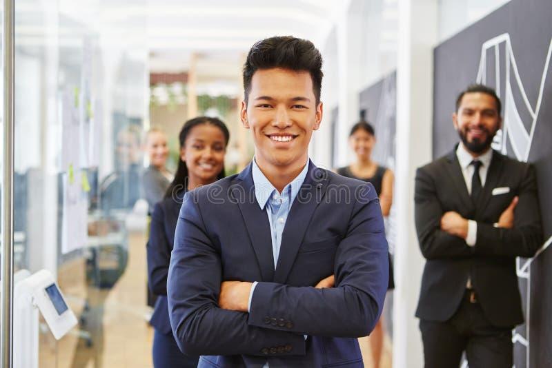 Hombre de negocios como empresario joven imagen de archivo