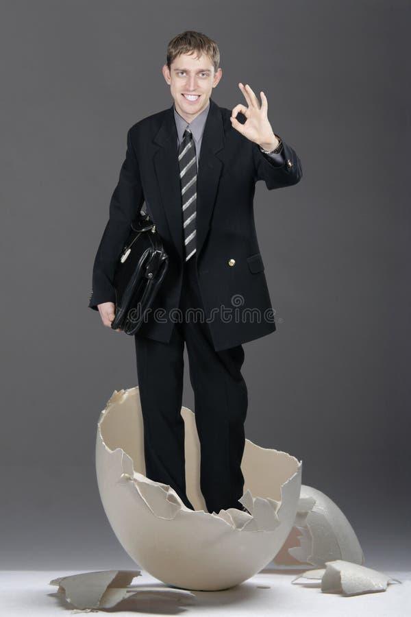Hombre de negocios con b roto caso fotografía de archivo