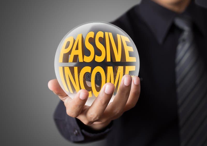 Hombre de negocios con concepto de renta pasiva foto de archivo libre de regalías