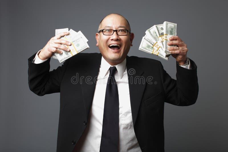 Hombre de negocios con efectivo imagenes de archivo