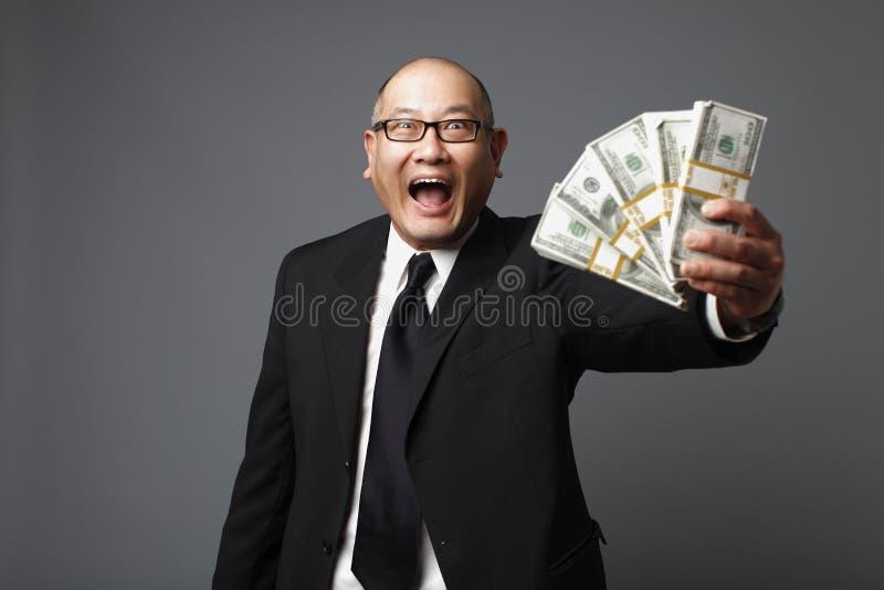 Hombre de negocios con efectivo fotos de archivo libres de regalías