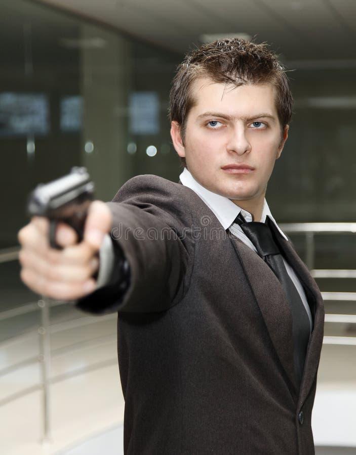 Hombre de negocios con el arma imágenes de archivo libres de regalías