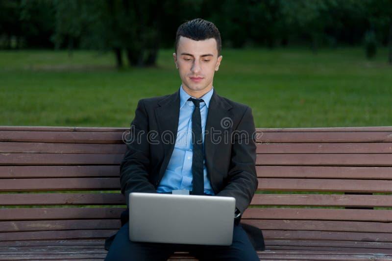Hombre de negocios con el cuaderno fotografía de archivo