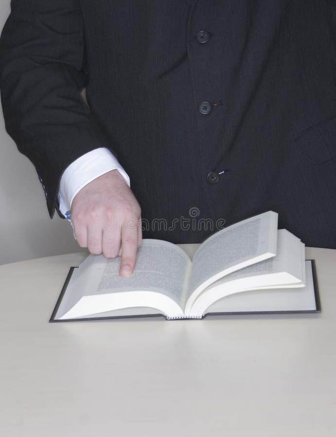 Hombre de negocios con el dedo en abucheo foto de archivo libre de regalías