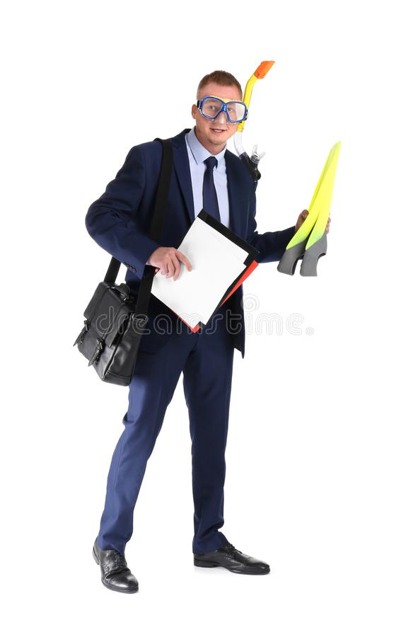 Hombre de negocios con el equipo de buceo, la cartera y los documentos en el fondo blanco imagen de archivo libre de regalías