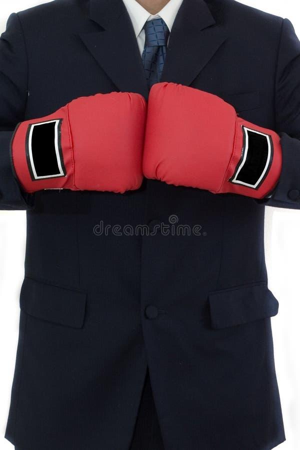 Hombre de negocios con el guante de boxeo imagenes de archivo