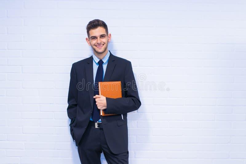 Hombre de negocios con el libro fotos de archivo