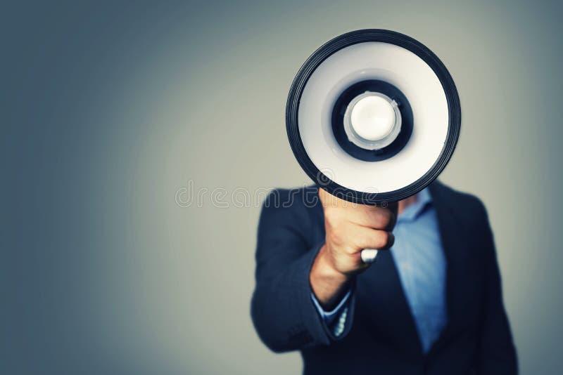 Hombre de negocios con el megáfono a disposición imágenes de archivo libres de regalías