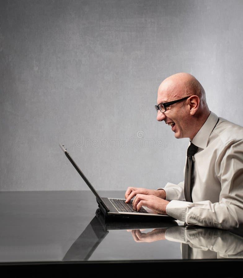 Hombre de negocios con el ordenador fotografía de archivo libre de regalías