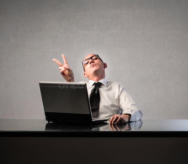 Hombre de negocios con el ordenador imagenes de archivo