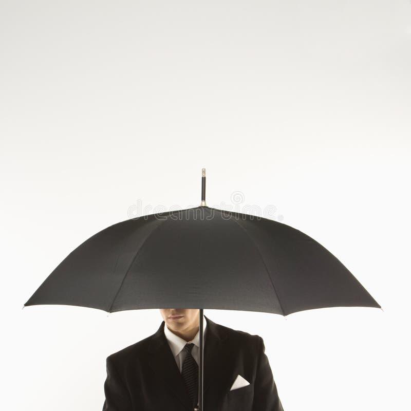 Hombre de negocios con el paraguas imagen de archivo libre de regalías