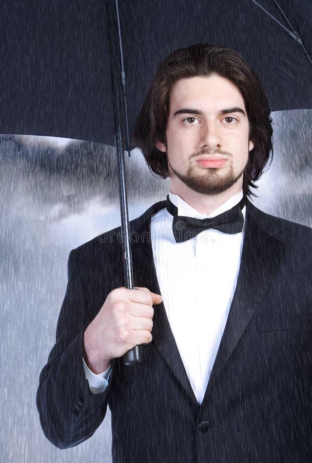 Hombre de negocios con el paraguas foto de archivo