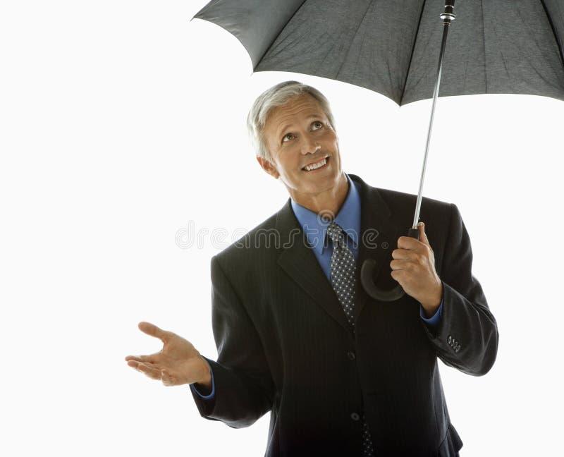 Hombre de negocios con el paraguas. imagen de archivo libre de regalías