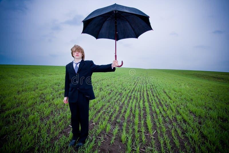 Hombre de negocios con el paraguas imágenes de archivo libres de regalías