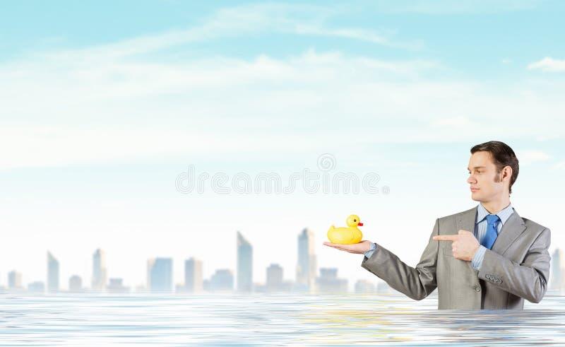 Hombre de negocios con el pato foto de archivo libre de regalías