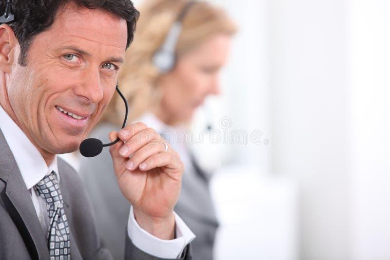Hombre de negocios con el receptor de cabeza fotos de archivo libres de regalías