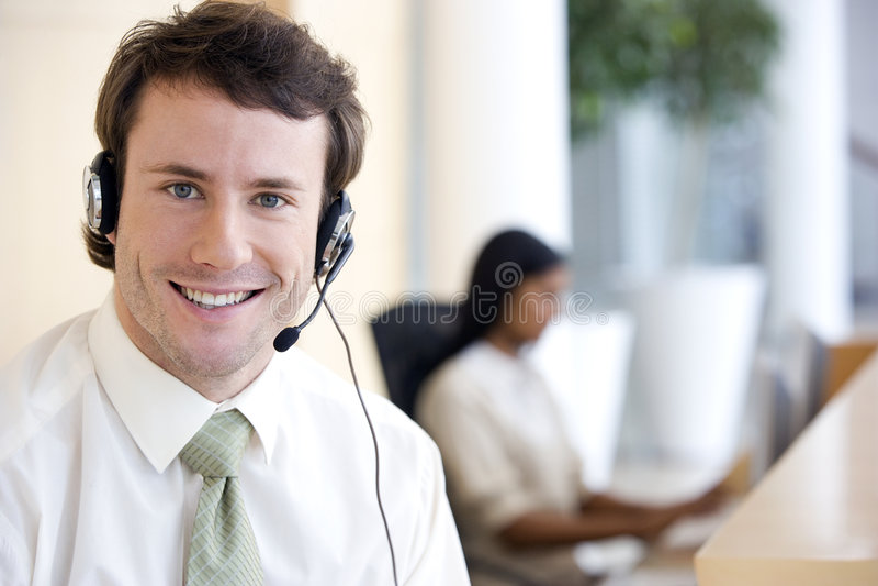 Hombre de negocios con el receptor de cabeza imagen de archivo