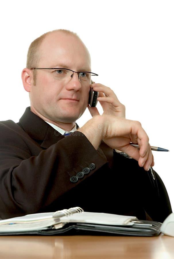 Hombre de negocios con el teléfono celular fotos de archivo libres de regalías