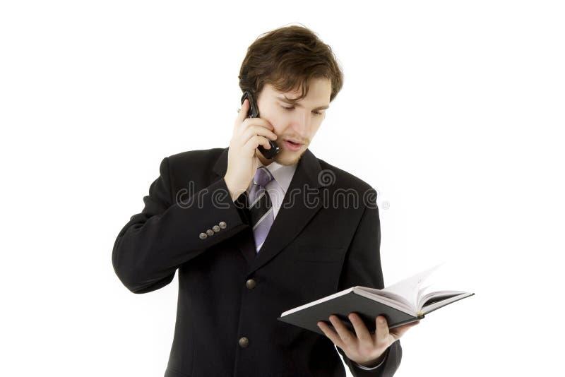 Hombre de negocios con el teléfono y diario