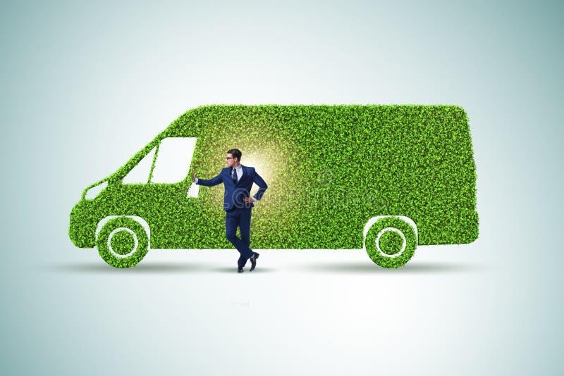 Hombre de negocios con el veh?culo ecol?gico verde ilustración del vector