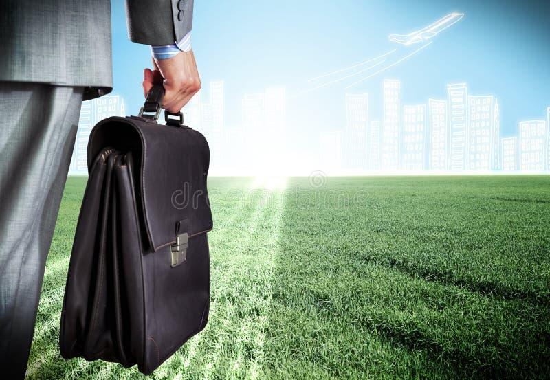 Hombre de negocios con la maleta imágenes de archivo libres de regalías